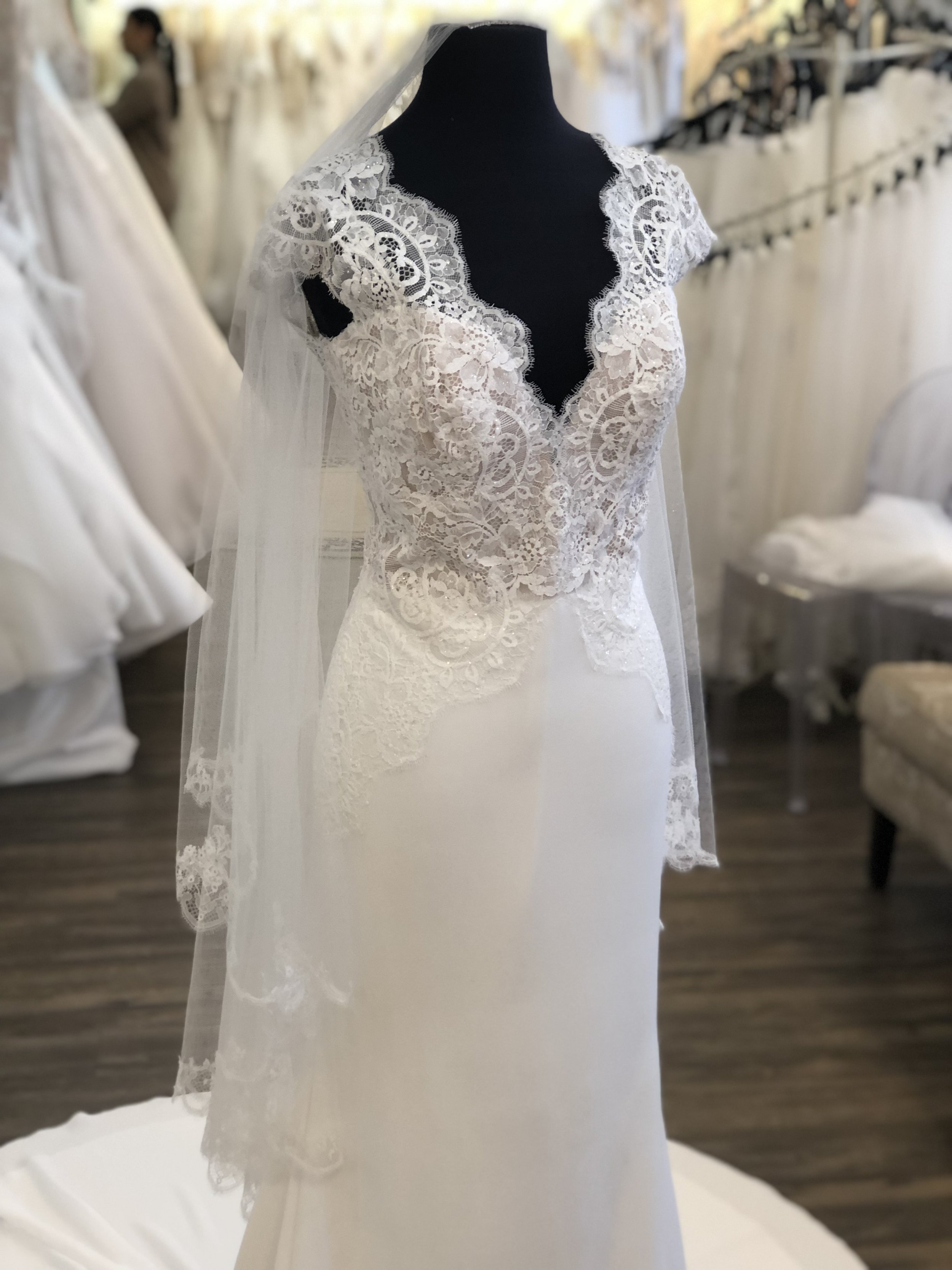 Two-tier veil with blusher back
