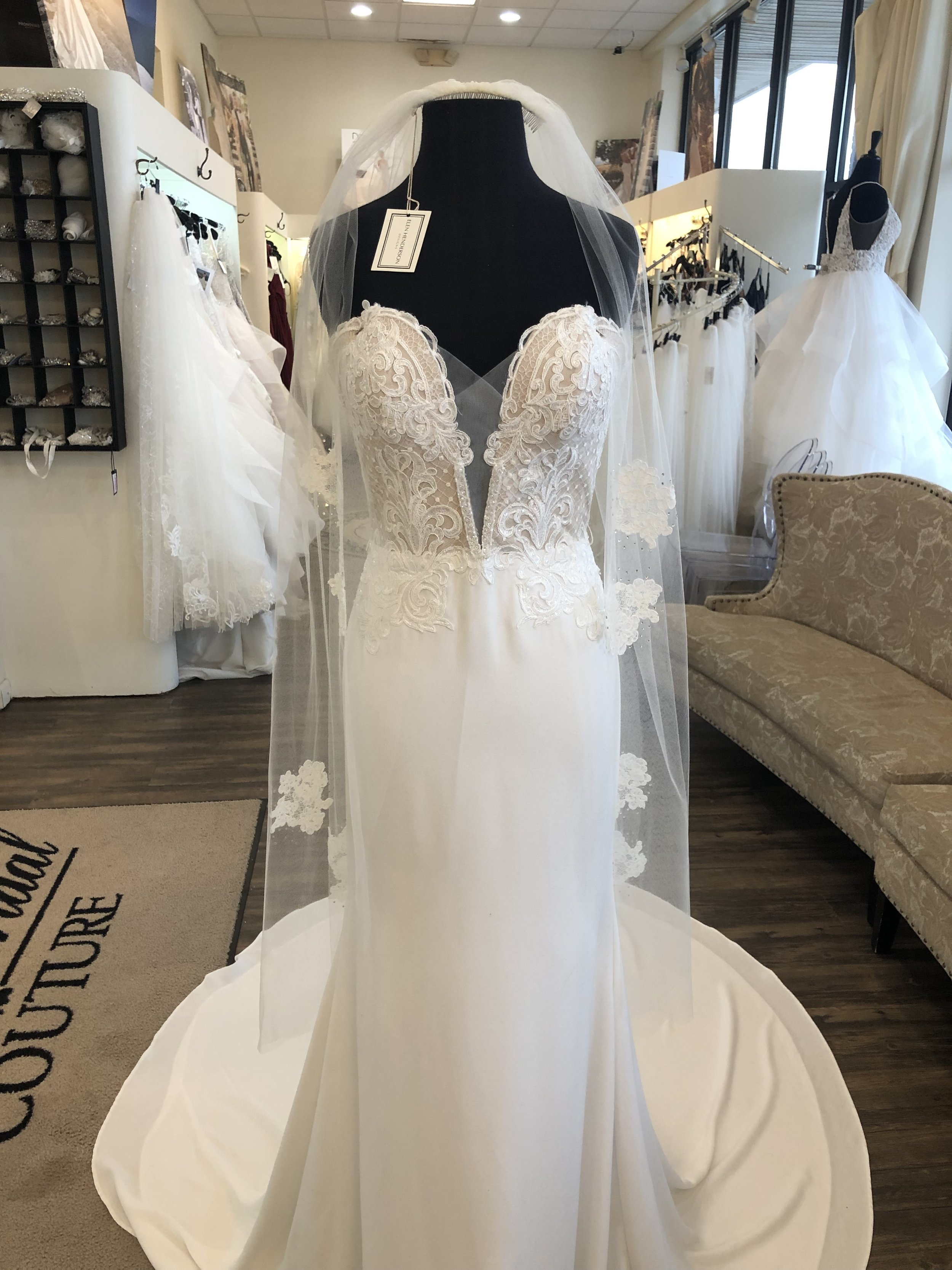 Malis Henderson KNEE length veil with lace appliques