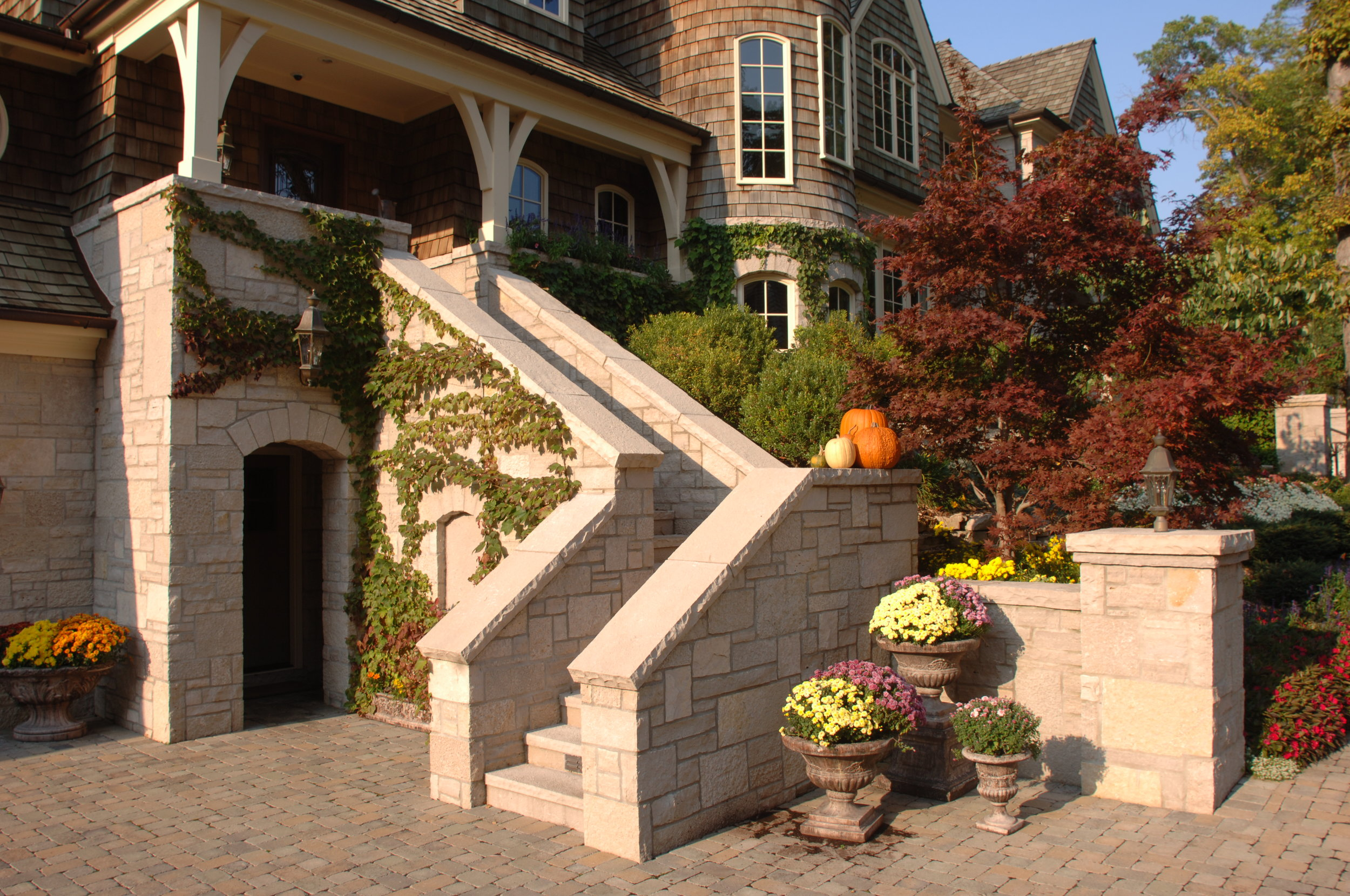 Oakfield_Country_Manor_Eden_Caps_Coping_Pavers_Valders_Pool_Coping_039.JPG