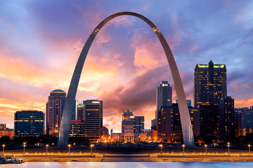 sunset--the-gateway-arch--st-louis--missouri--america-534594640-5af38f4f43a10300374eb31f.jpg