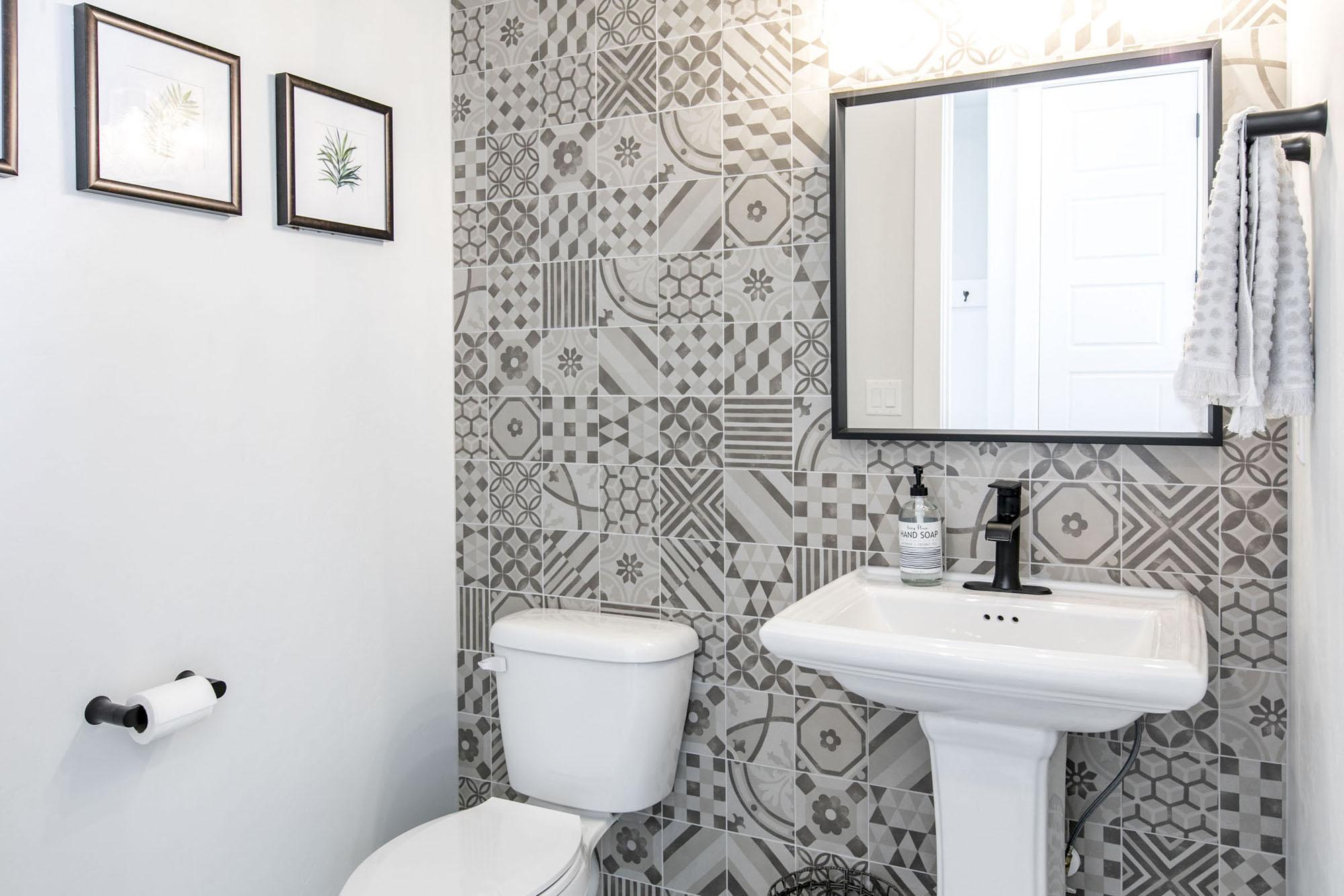 Bathroom_high_3333288.jpg