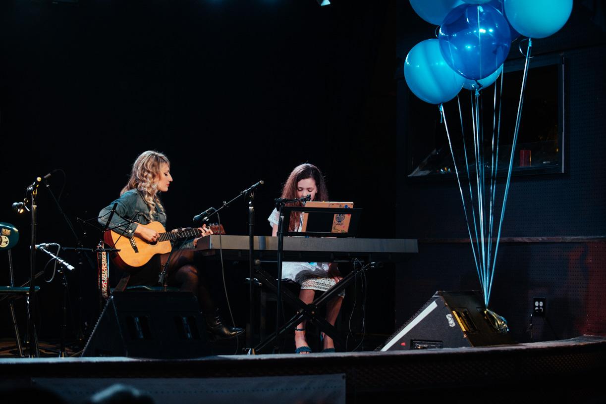 little-girl-playing-guitar