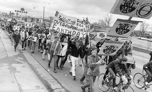 The first Earth Day 🌎🌏🌎 started April 22, 1970, where 20 million Americans took to the streets to demonstrate the need for a healthy, sustainable environment for our future, just like these students ✊🏼Today, with only 20 years left before the irreversible effects of climate change begin, it's time to act NOW 👏🏻 and celebrate the beautiful planet we call home 🏞🌄🌻🌲❤️ Head to our story to learn about what you can do to celebrate #EarthDay2019 !! #connectandcare #volunteer #earthday #climatechange