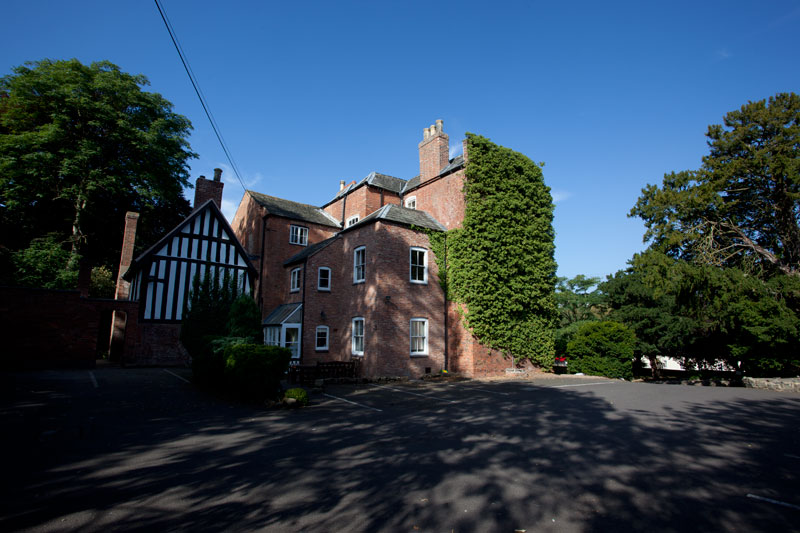 Great meeting rooms, catering, parking and 5 minutes from the M1, A50 and A46