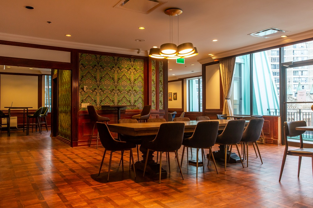 Castle_Lounge (1).jpg