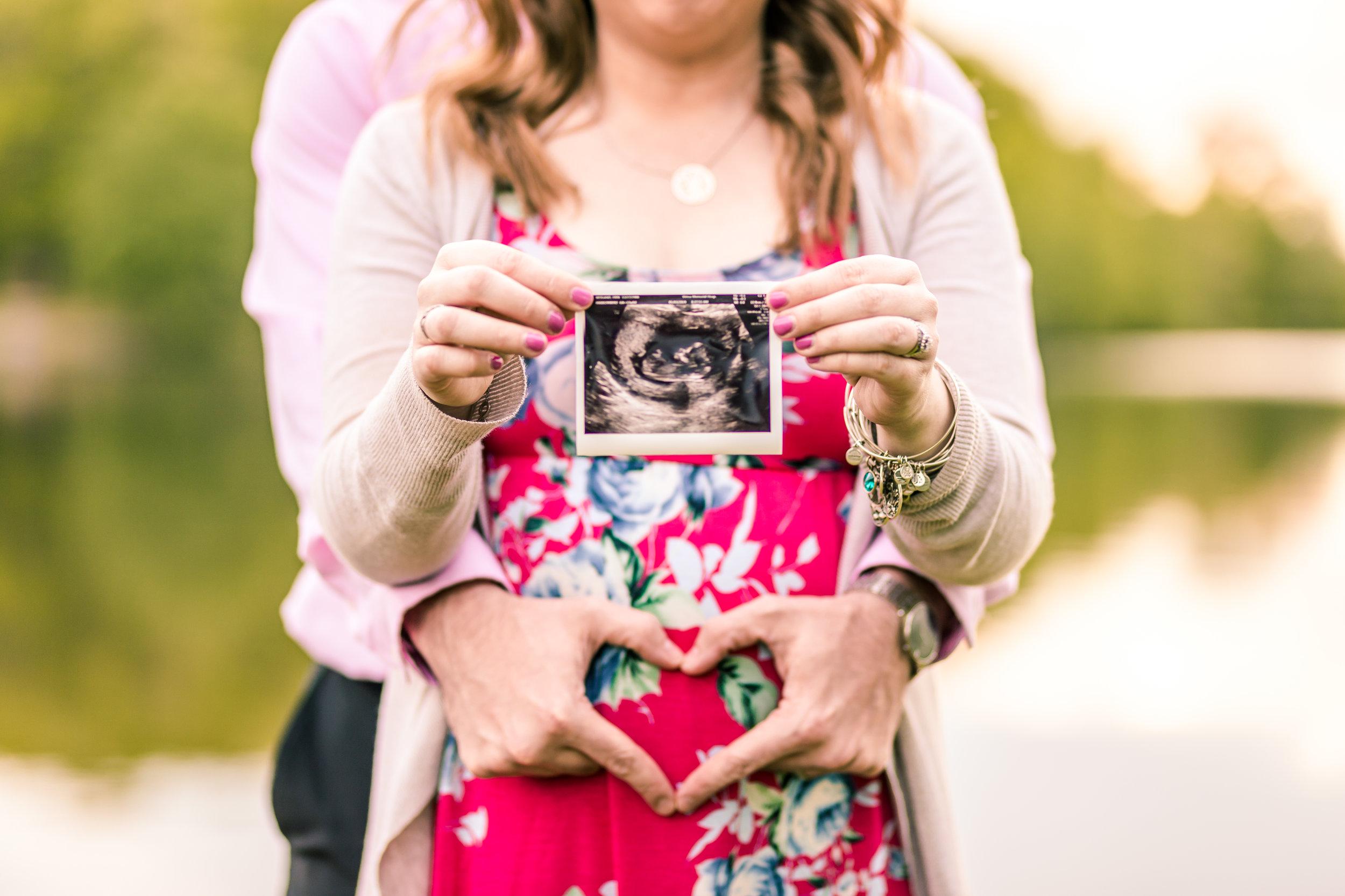 Erin Maternity Shoot (1 of 4).jpg