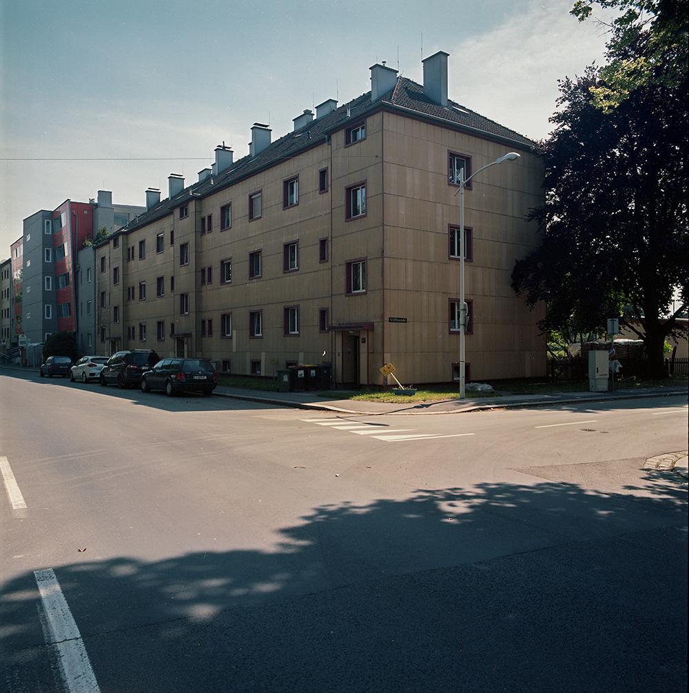 Apartments for Linzer power workerts(1939)  Architect: Ignaz Derndorfer  Industriezeile 6-10