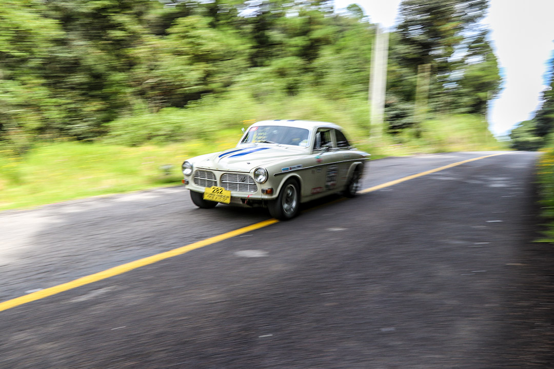 The Volvo Amazon on fast mountain roads of Mexico