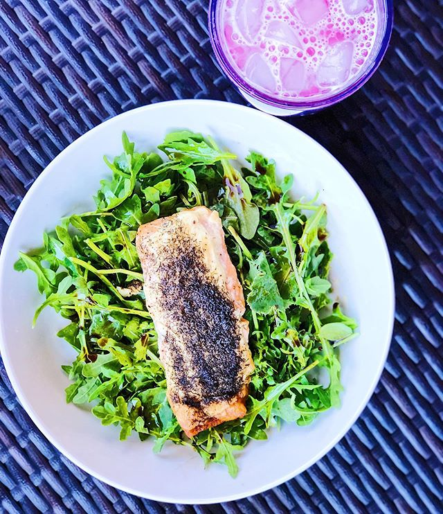 It is the quintessential perfect day out today and I plan on hitting the pool and taking it all in! ☀️ That means that I do not want to spend anymore time in the kitchen then I have to today. That is why I whipped up this super simple salmon salad that took literally two minutes to throw together. ☀️ I cooked this salmon last night topping it with @primalkitchenfoods mayo and dill and cooked at 400 for 20 minutes. ☀️ Today I just heaped on a big pile of arugula with balsamic and EVOO and lunch is served! ☀️ I had Strawberry Lemonade Collagen Water using @ancientnutrition Collagen and it was the perfect pairing! ☀️ Elton loved the Salmon too based on his face in the 2nd photo 🐶 ☀️ Happy Friday! . . . #salmonsalad #primalkitchen #ancientnutrition #healthyeats #paleo #paleolunch #whole30