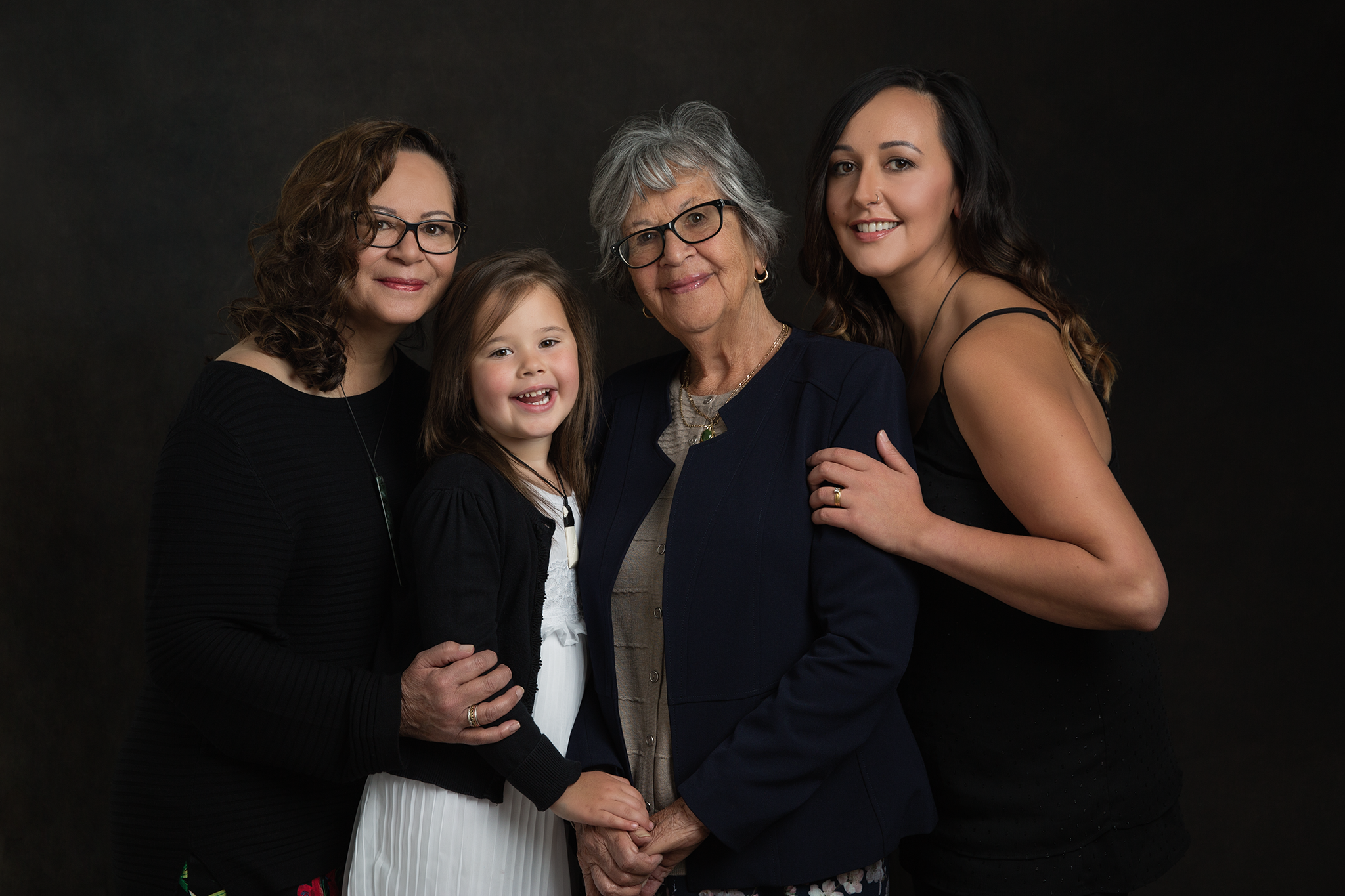 Tania Fernandes geelong photographer 4 generations.png