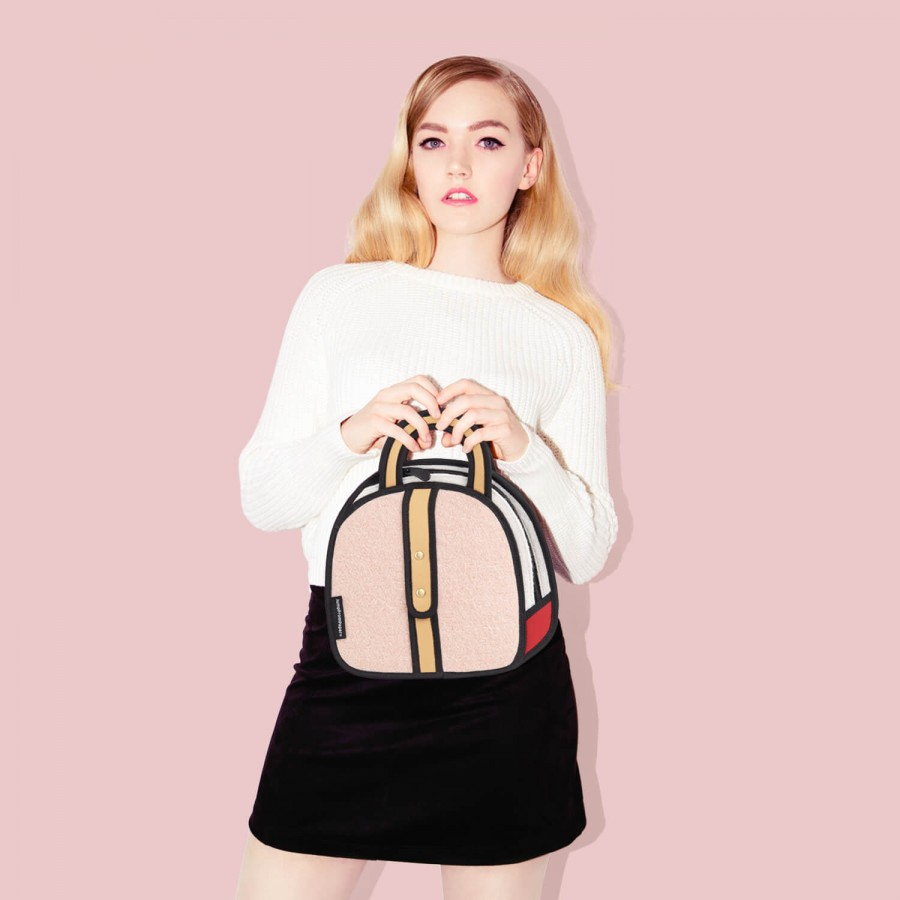 JumpFromPaper-16AW-Woolen-Small-Handbag-Pink-1.-model-use-900x900.jpg