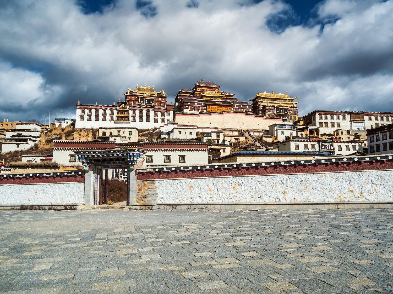Ganden+Sumtseling+Monastery.jpeg