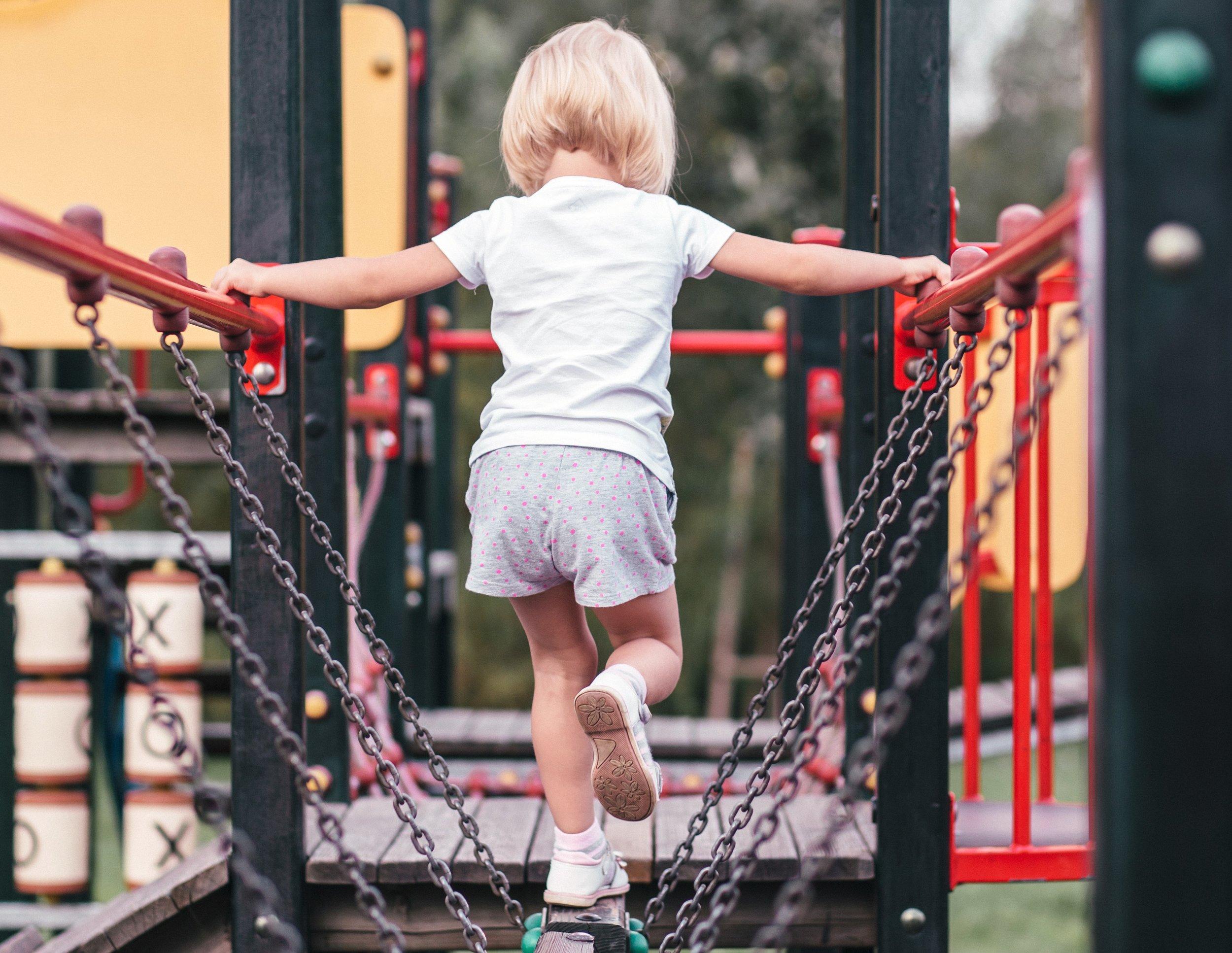 girl_at_the_playground.jpg