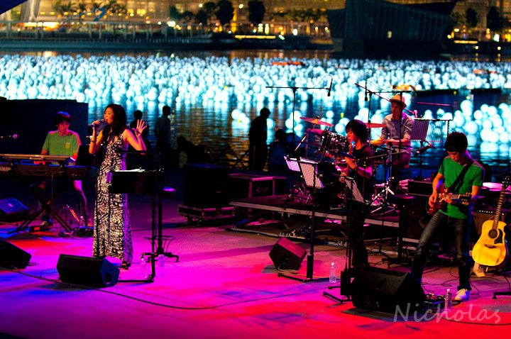 Sarah & The Soul Bros, Celebrate December @ Esplanade Waterfront (2010)