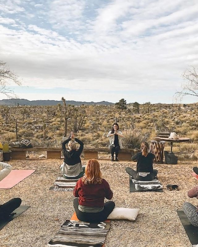Yoga views at @thehidesert Upper Grounds #joshuatree (@styledyou_  retreat by @karraleighphoto)