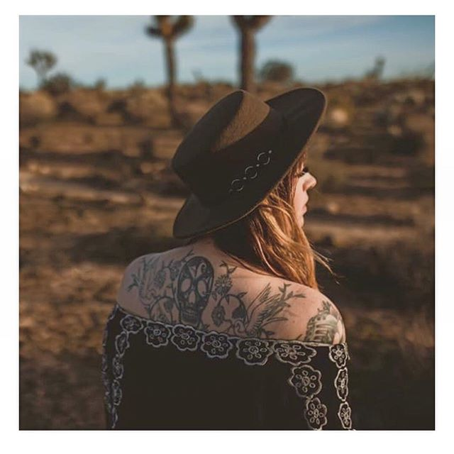 Sunset magic at @thehidesert. Repost from @jadelottphotography / @chloeramirezphoto #joshuatree