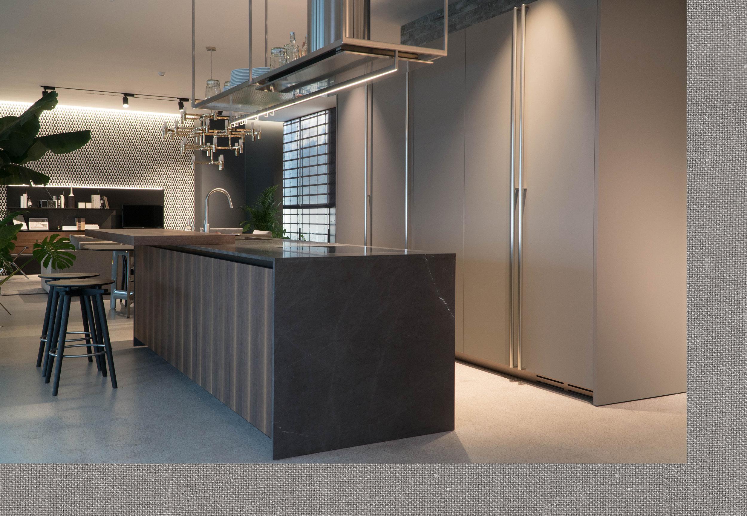 - Smo več kot le razstavni prostor za pohištvo. Smo soustvarjalci vašega prostora.Izkušnje, strokovnost, zaposleni arhitekti ter močna ekipa ponudnikov storitev izvedbenih del nam omogočajo, da ujamemo in izpolnimo vaša pričakovanja. Na enem mestu najdete od zasnove in do končne izvedbe ureditve prostora in notranje opreme.