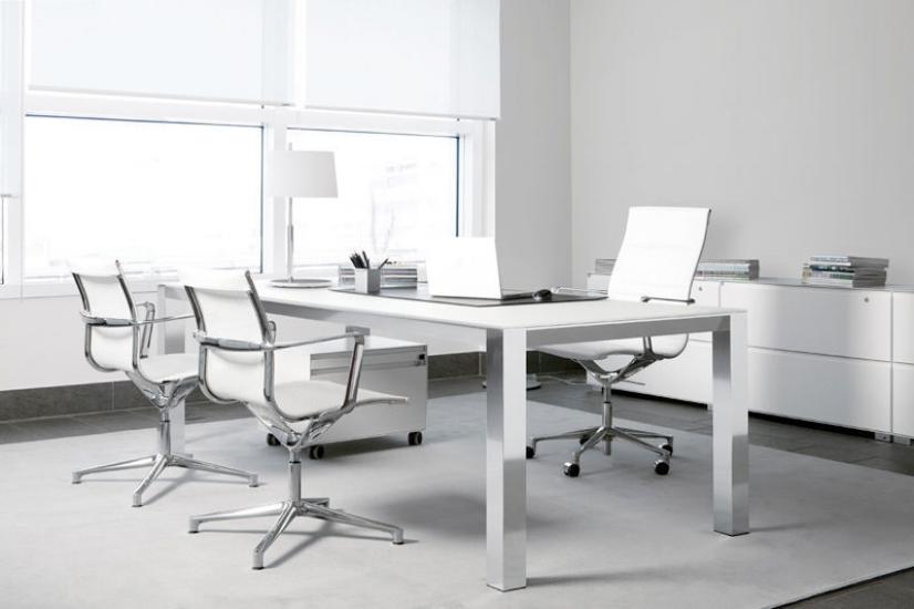 ICF - Začetki podjetja sega v leto 1950 kjer je bilo že takrat prepoznano po svoji strasti do oblikovanja in nenehnih raziskavah. Pripada skupini podjetij, ki so takrat pomembno prispevale k ustvarjanju italijanskega oblikovanja.ICF načrtuje in izdeluje pisarniške izdelke, ki izstopajo po svojih harmoničnih oblikah, kakovosti, ergonomiji in slogu. Ponudba izdelkov, ki jih ponujajo je bila vedno inovativna: v Italiji so bili prvi proizvajalci predelnih sten, stenskih panelov in panelnih sistemov za odprte prostore.Trend inovacij je zaznamoval njihovo preteklost in je še vedno očiten v današnjem času.Izdelki so plod dolgoletne industrijske tradicije, ki je proizvedla oznako kakovosti