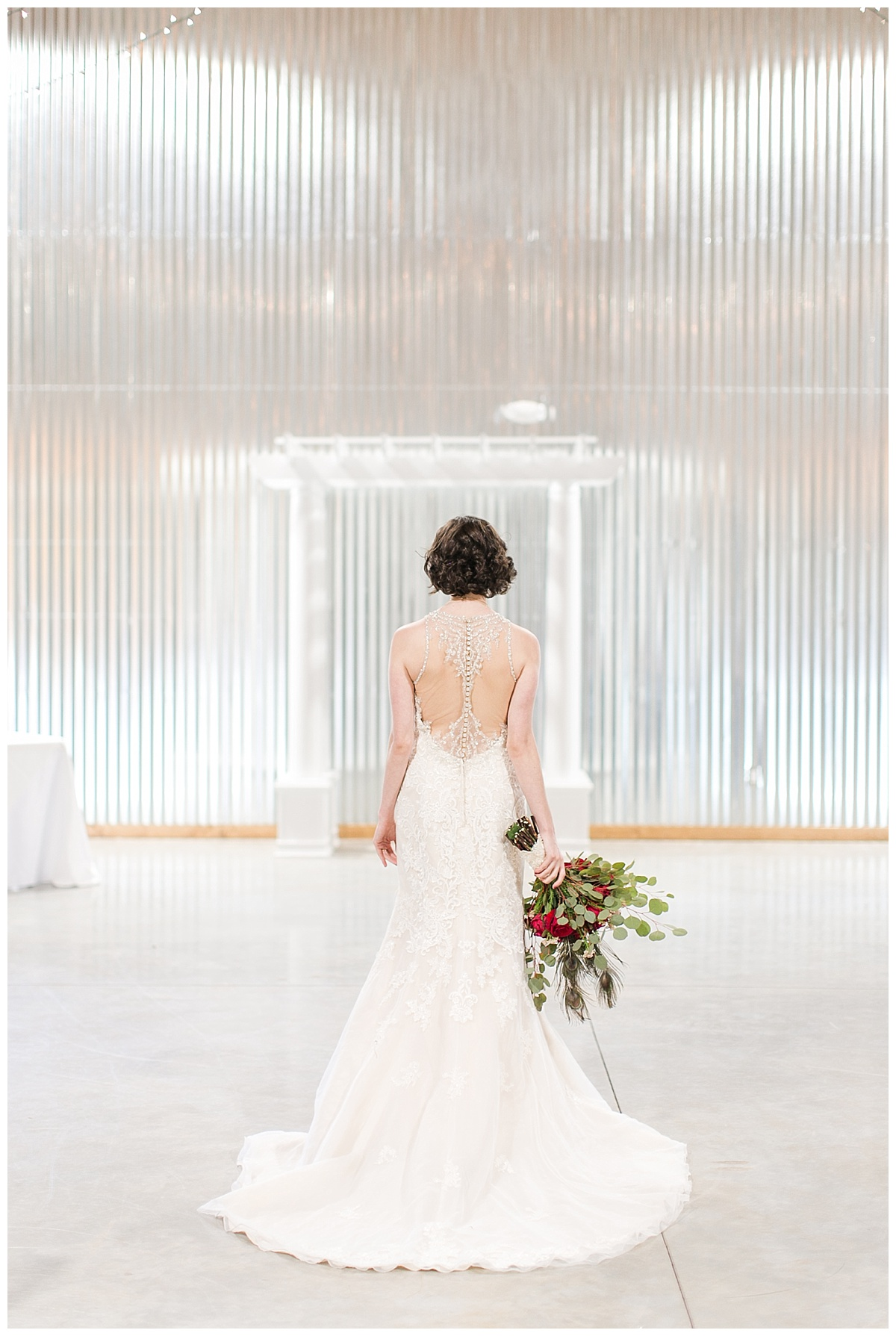 9_Oaks_Farm_The_Warehouse_Monroe_Ga_Wedding_Photograpehrs_0008.jpg