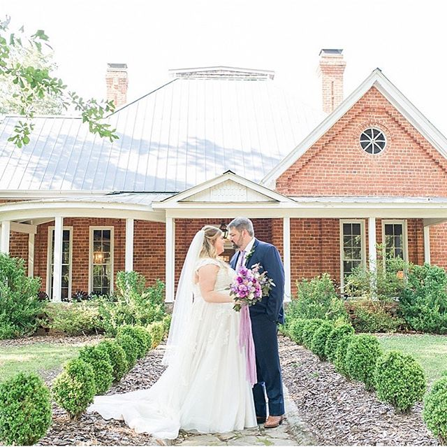 Today, go check out my photography blog!! Cory and Beth's Starrsville Plantation wedding day up and it was so gorgeous!! 🌿 Link in my profile!!