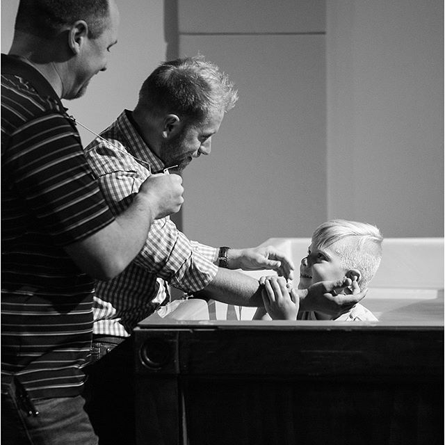 A few weeks ago I got to watch my friends baptize their son. . .yes, I cried behind my camera AND while writing their blog. 😭 Goodness, it was so beautiful!! See more photos over on the photography blog (link in my profile)!!💕