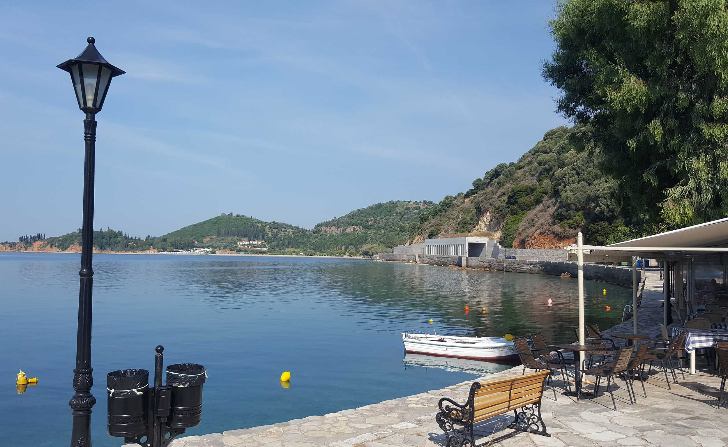 Monistiraki bay with restaurant and lantern.jpg