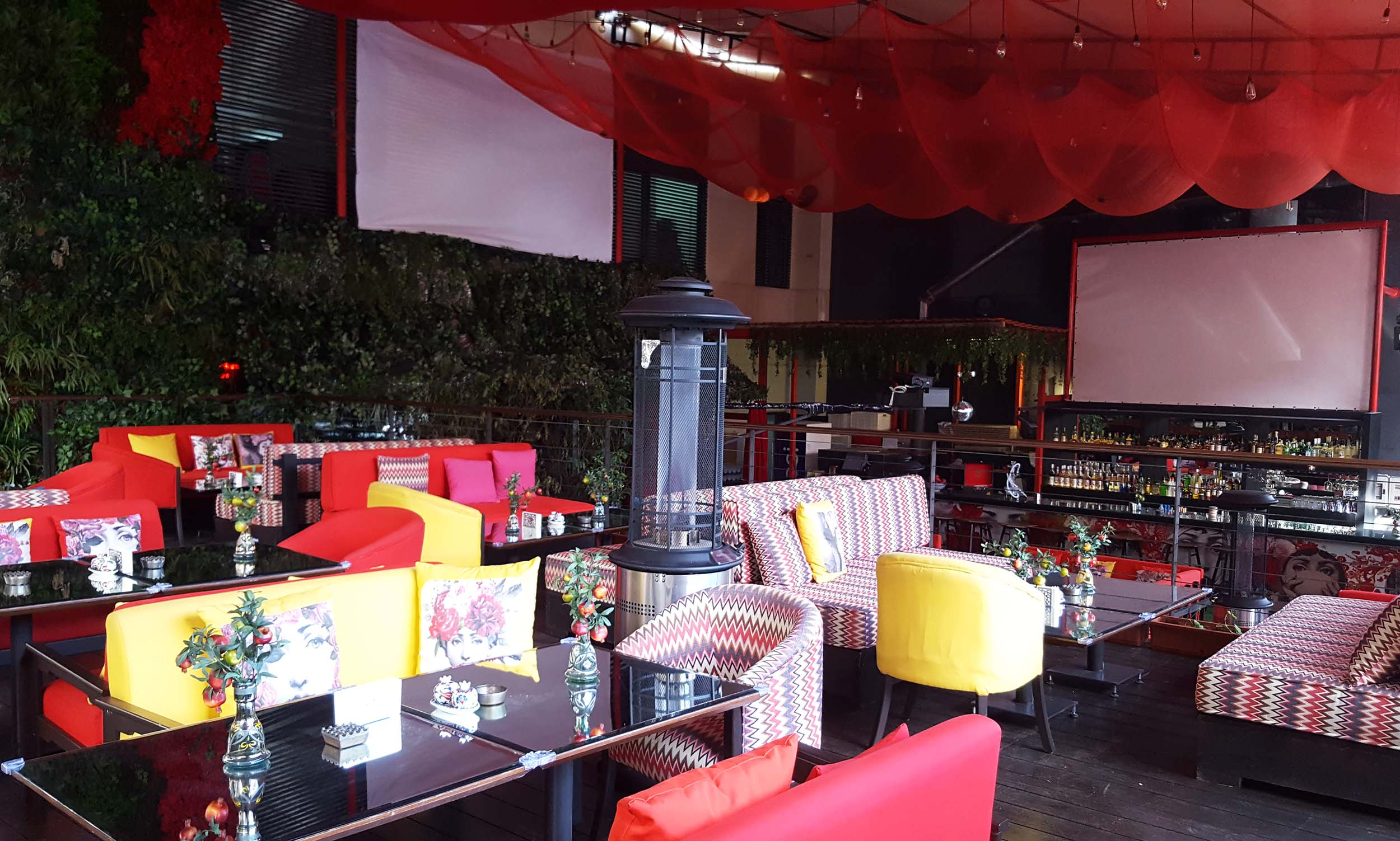Smallville Hotel seating and screen.jpg