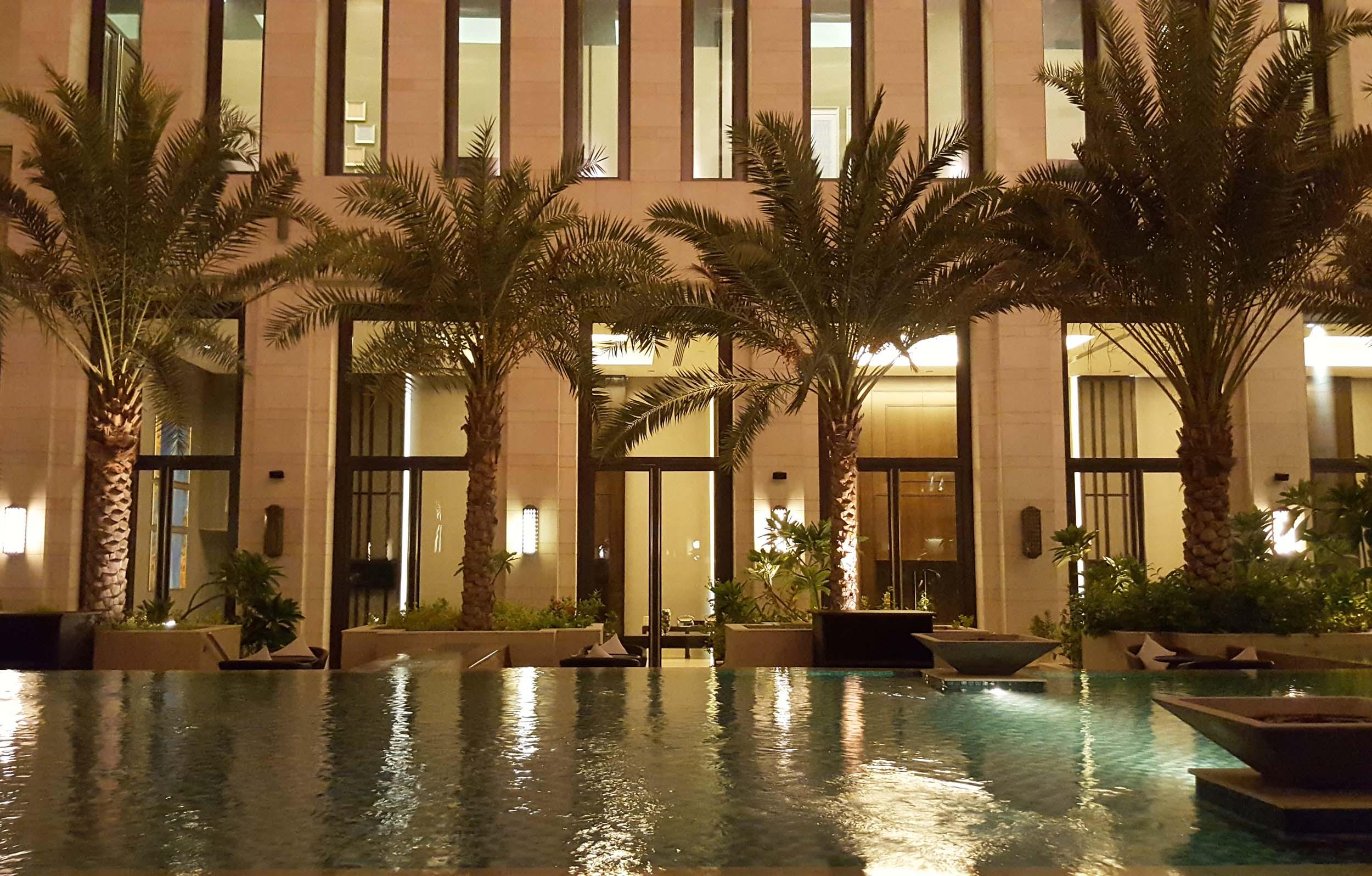 Hormuz Grand courtyard pool and palms.jpg