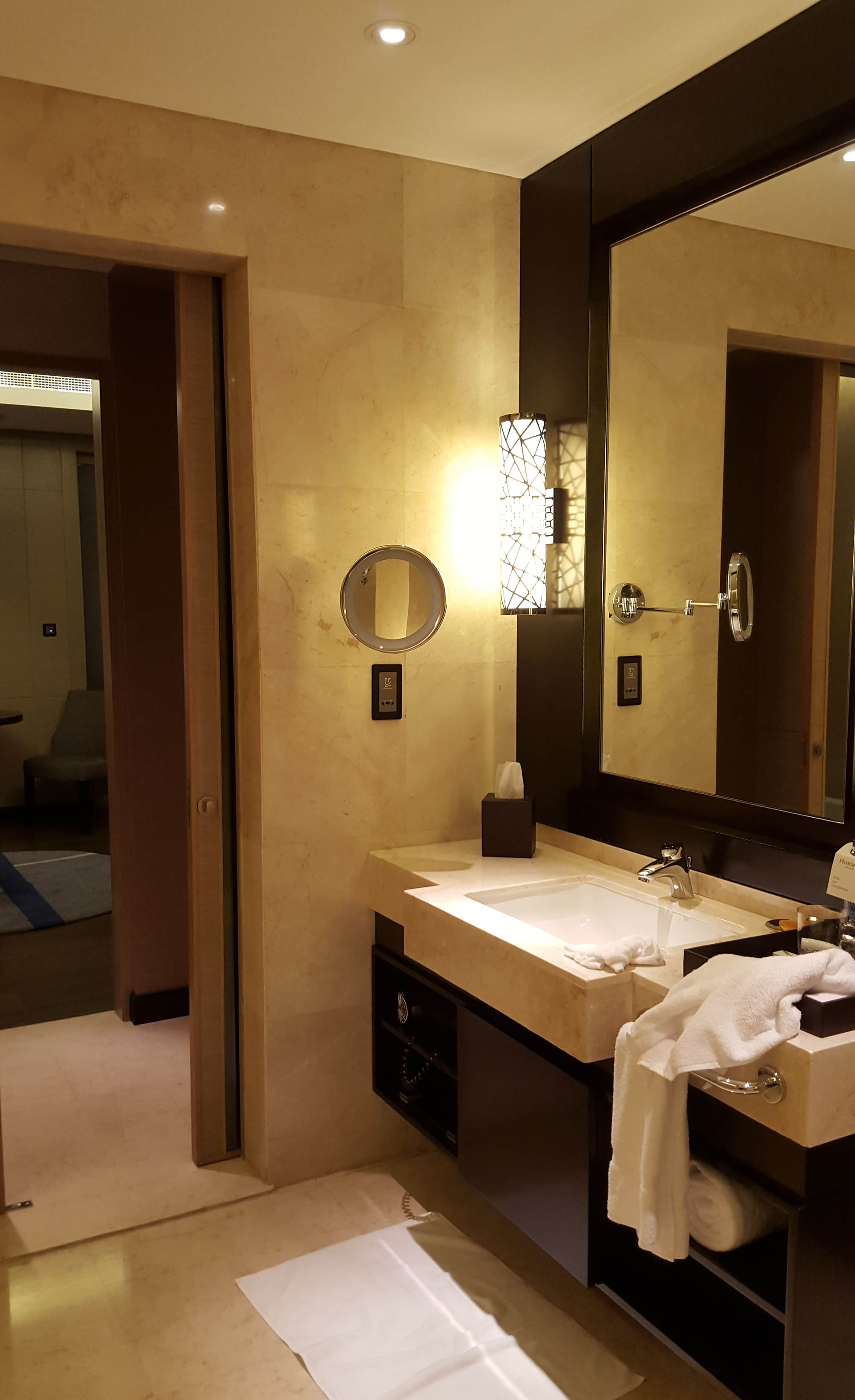 Hormuz Grand bathroom.jpg