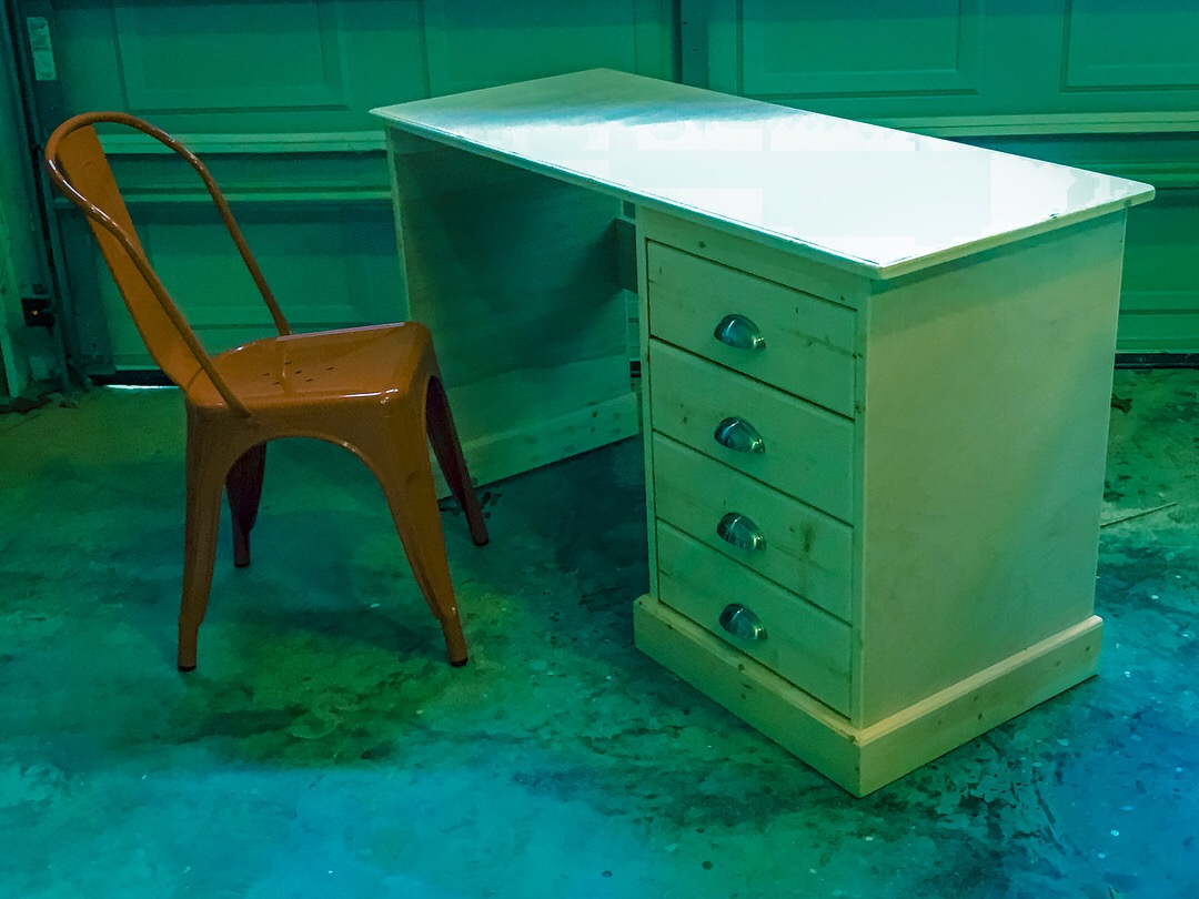 Desk with drawers.JPG