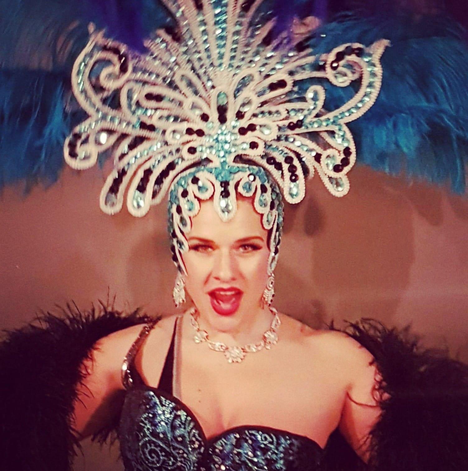 Deja Louve Showgirl