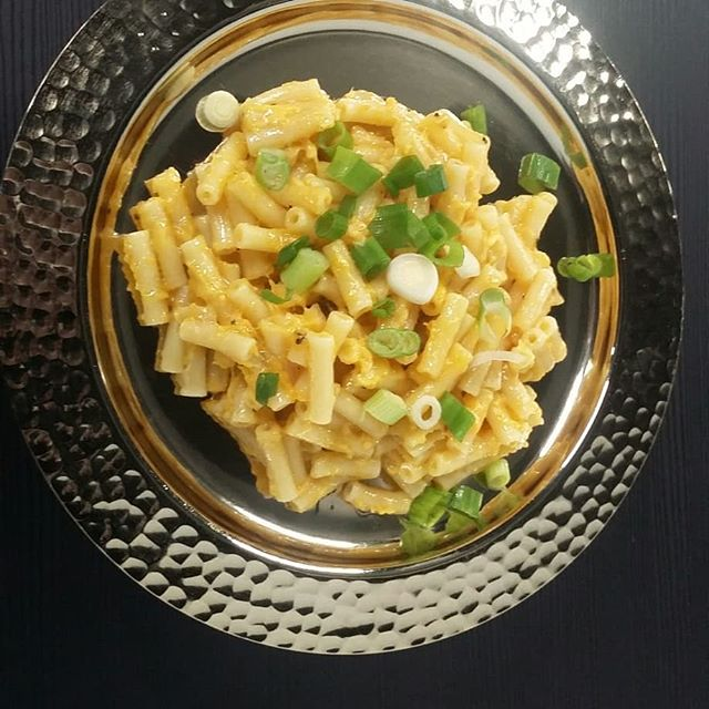 There is something very comforting and homely about Mac 'n' Cheese. We like to add various toppings - a sprinkle of fresh spring onions and/or chopped smokey bacon or even some baked salmon. We have it all today, so pop down and grab some lunch.  #se6 #local #londoncoffeeshops #cheese  #summer #comfortfood
