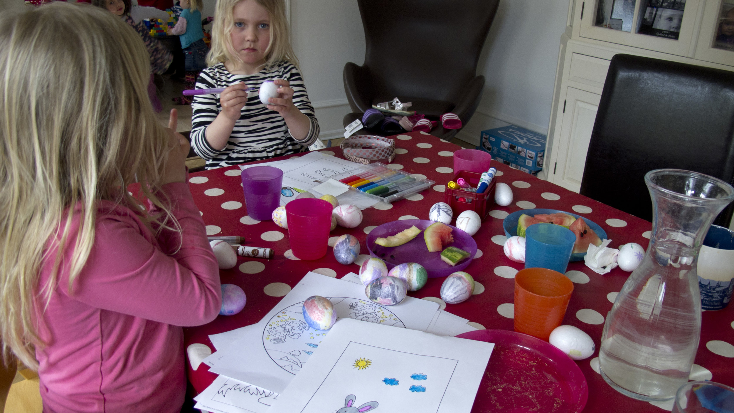 In co-creation workshops with a select group of children, decisions on colour, size and motivation of the toy were made.
