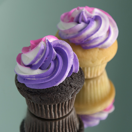 Two Color Swirl - Adding your choice of two colors to the frosting: $3.50 each, minimum of one dozen per flavor and design.