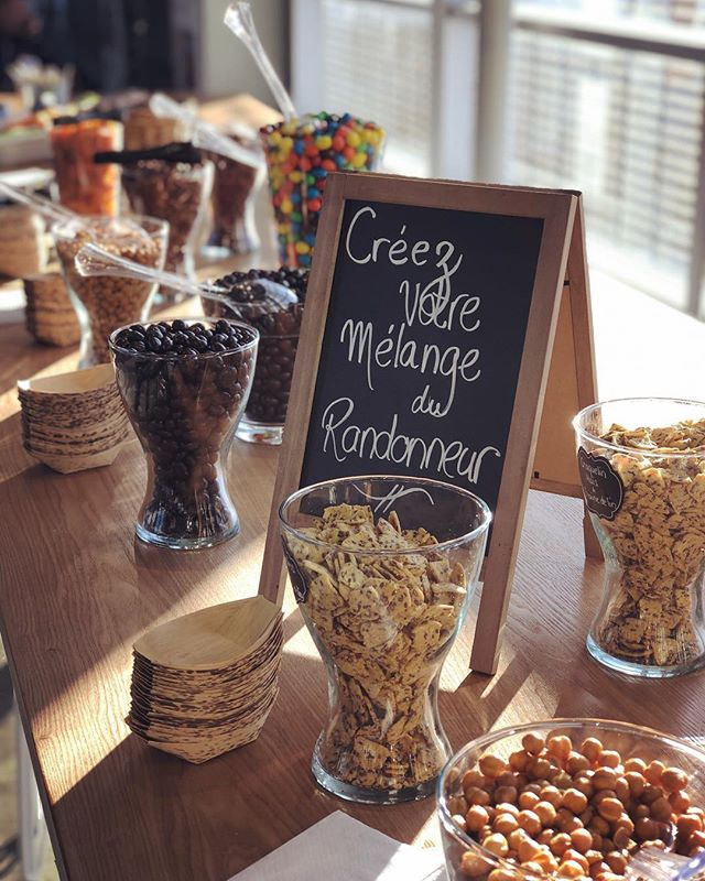 «Create your own trail mix» (we love empowering people) Simple but efficient! A good idea of snacks to put a smile on your guest's face. - - #snack #event #prod #event #rassembler #gather #corpo #eventproduction #montreal #montrealitites #party #birthday #diy #diyparty #collation #tailgate #holidays #holidayseason #familyreunion #family #famille #partydefamille