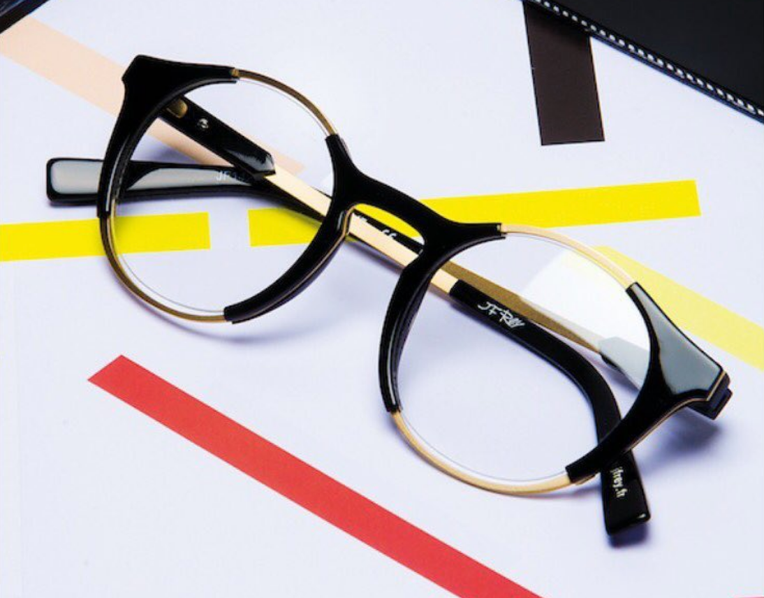 Lunettes de Vue - Avec plus de 1800 montures et le conseil de nos opticiens-visagistes nous saurons vous proposer des montures adaptées à votre visage, votre style et surtout aux besoins techniques liés à votre vue.Le confort visuel et la longévité de vos lunettes résultent du façonnage de vos verres. Privilégiez des opticiens effectuant le façonnage en magasin de façon professionnelle et personnalisée.