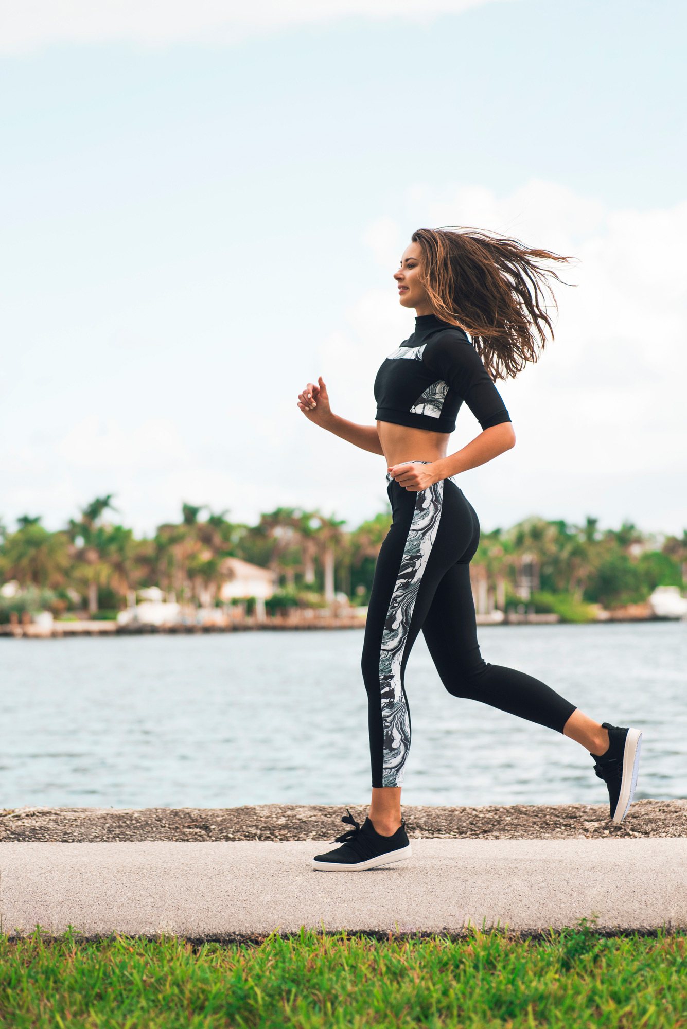 amora_beauty_studio_fashion_woman_model_sport_running_miami.jpg