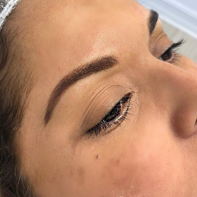 Ombré brows on this beauty visiting from Venezuela. Ombré brows give a soft shaded affect and fade up to 30%.