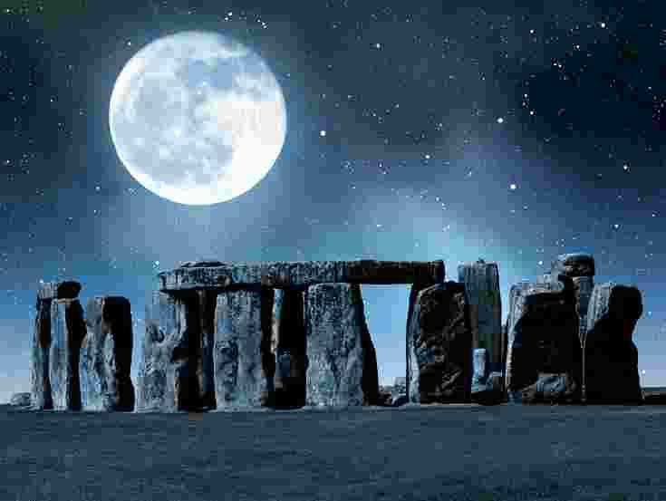 stonehenge-moon.jpg