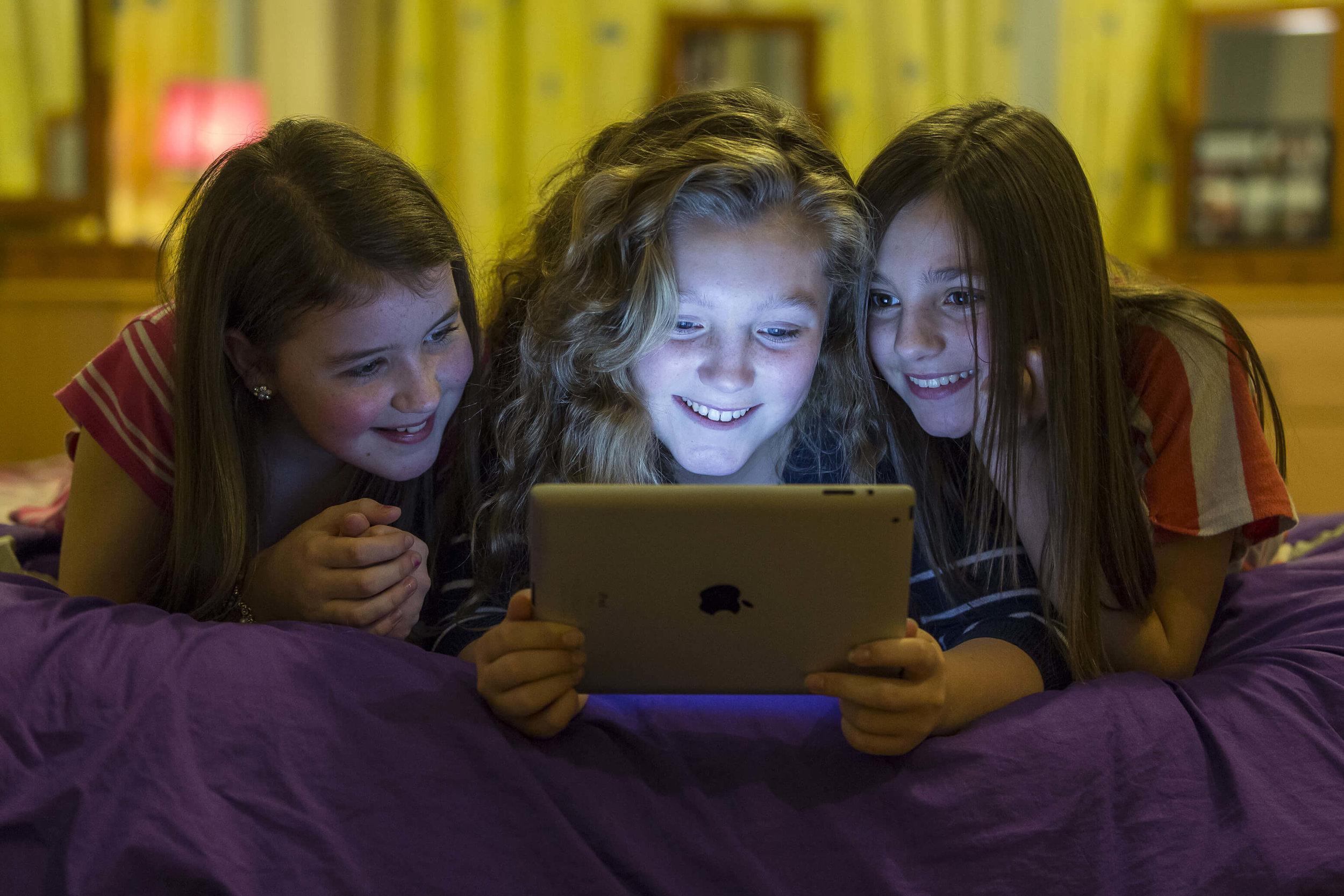 Friendship-iPad-166tny.jpg
