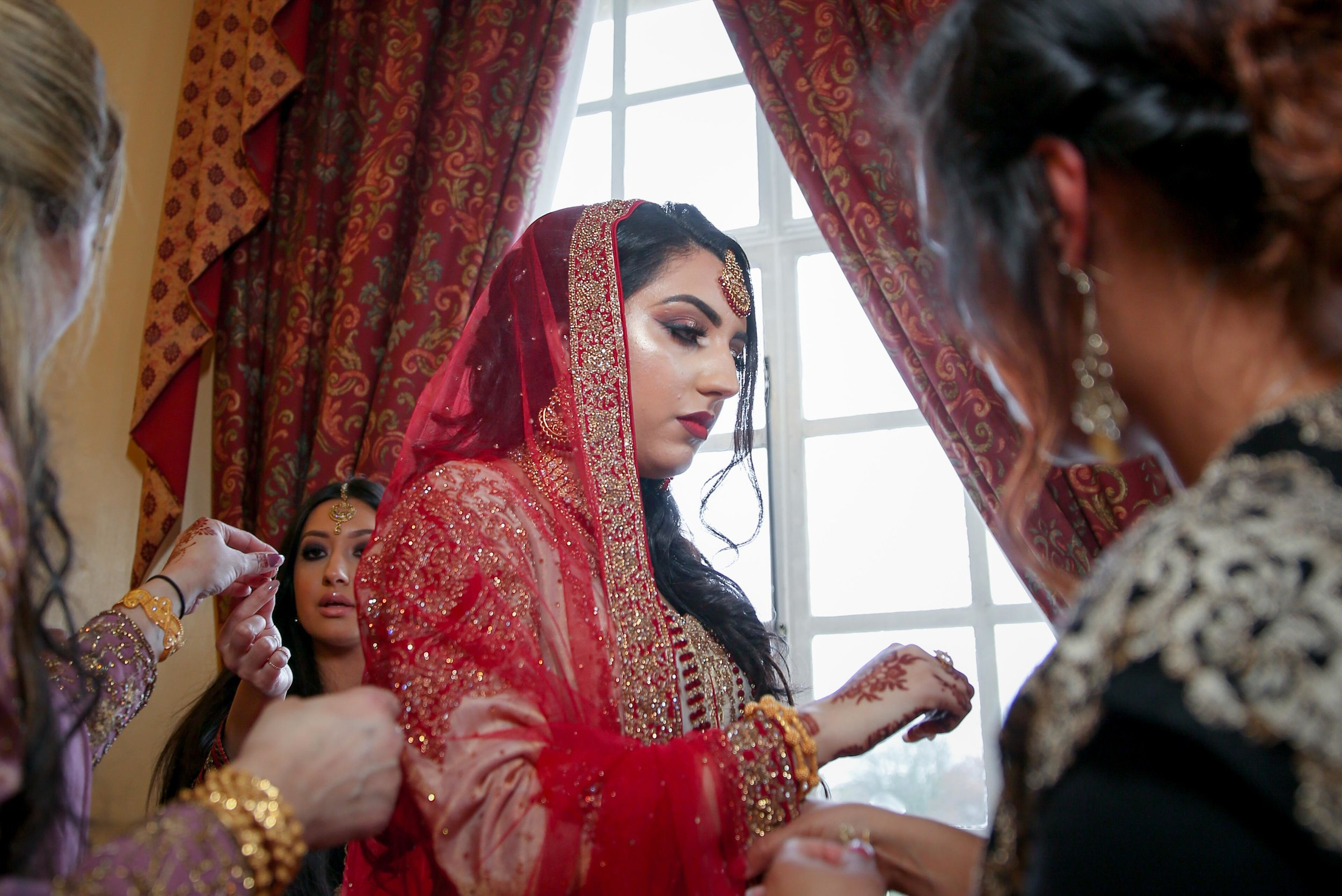 Female-asian-wedding-photographer-Cardiff-City-Hall-natalia-smith-photography-22.jpg
