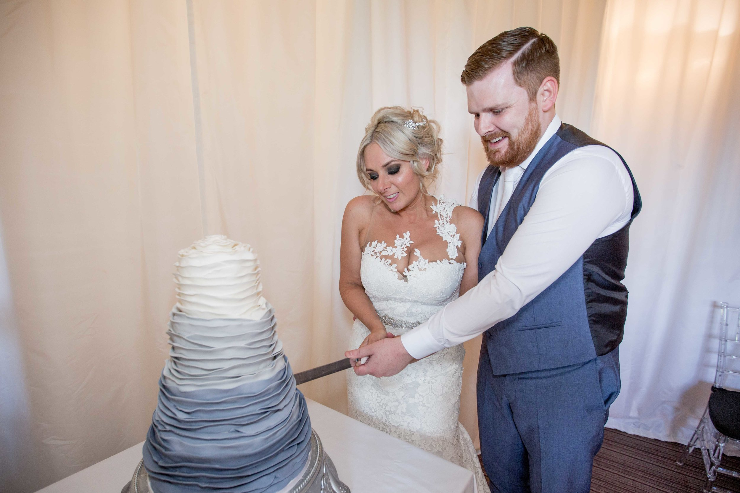 cotswold-wedding-photography-at-stonehouse-court-hotel-natalia-smith-photography-gloucestershire-wedding-photographer-87.jpg