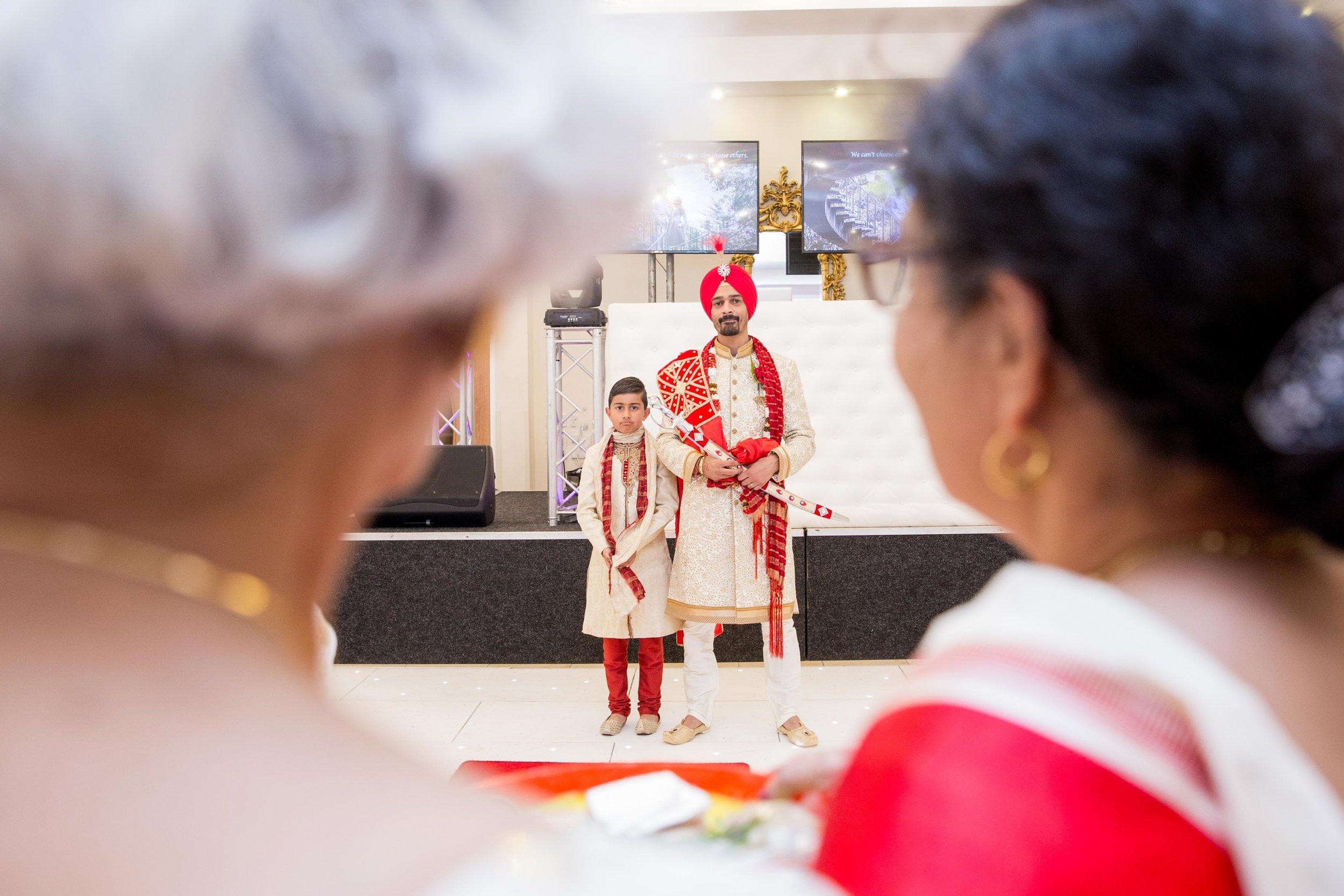 ramada-park-hall-hotel-birmingham-wolverhampton-hindu-wedding-asian-wedding-photography-natalia-smith-photography-17.jpg