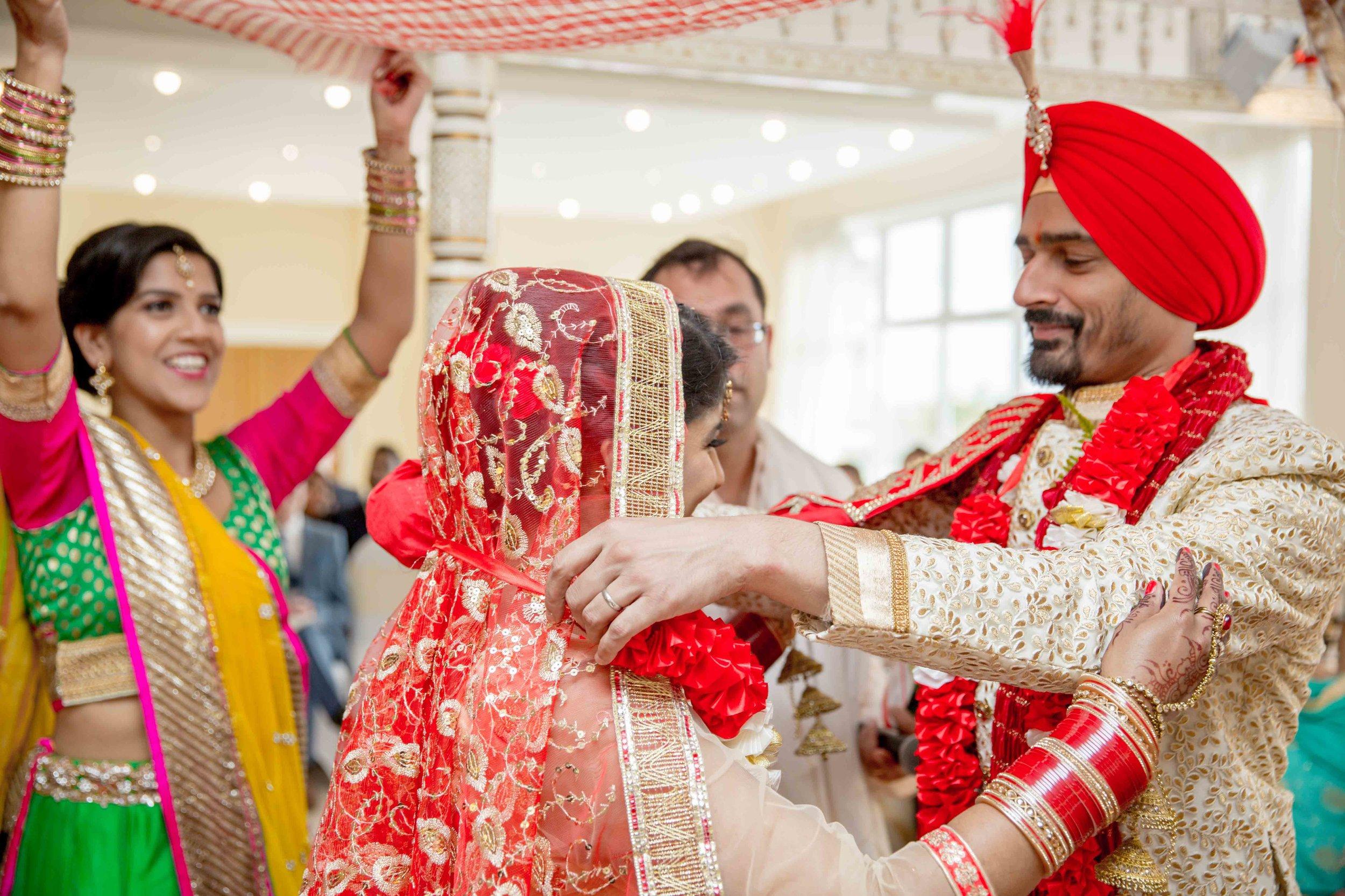 ramada-park-hall-hotel-birmingham-wolverhampton-hindu-wedding-asian-wedding-photography-natalia-smith-photography-24.jpg