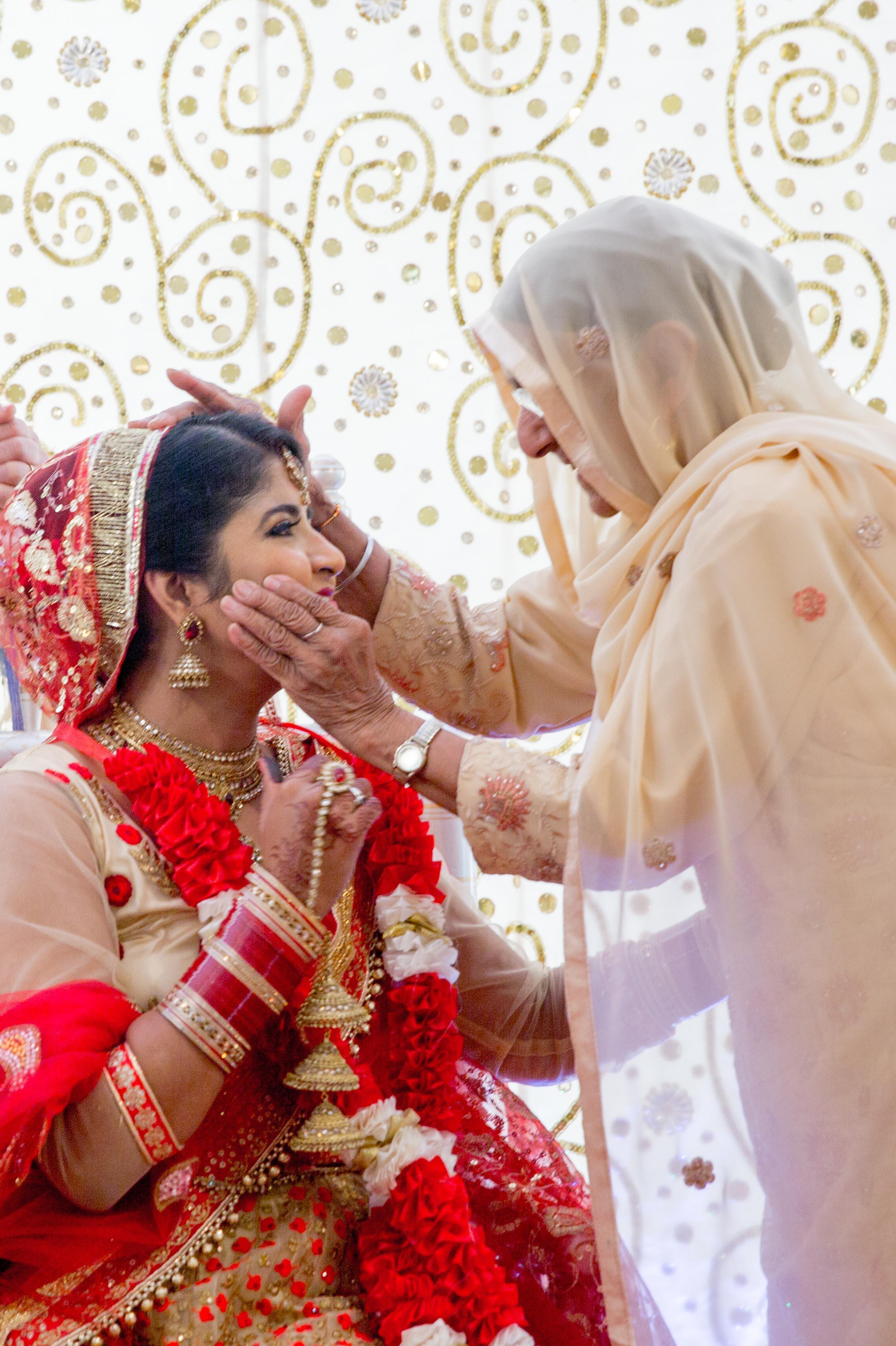 ramada-park-hall-hotel-birmingham-wolverhampton-hindu-wedding-asian-wedding-photography-natalia-smith-photography-30.jpg