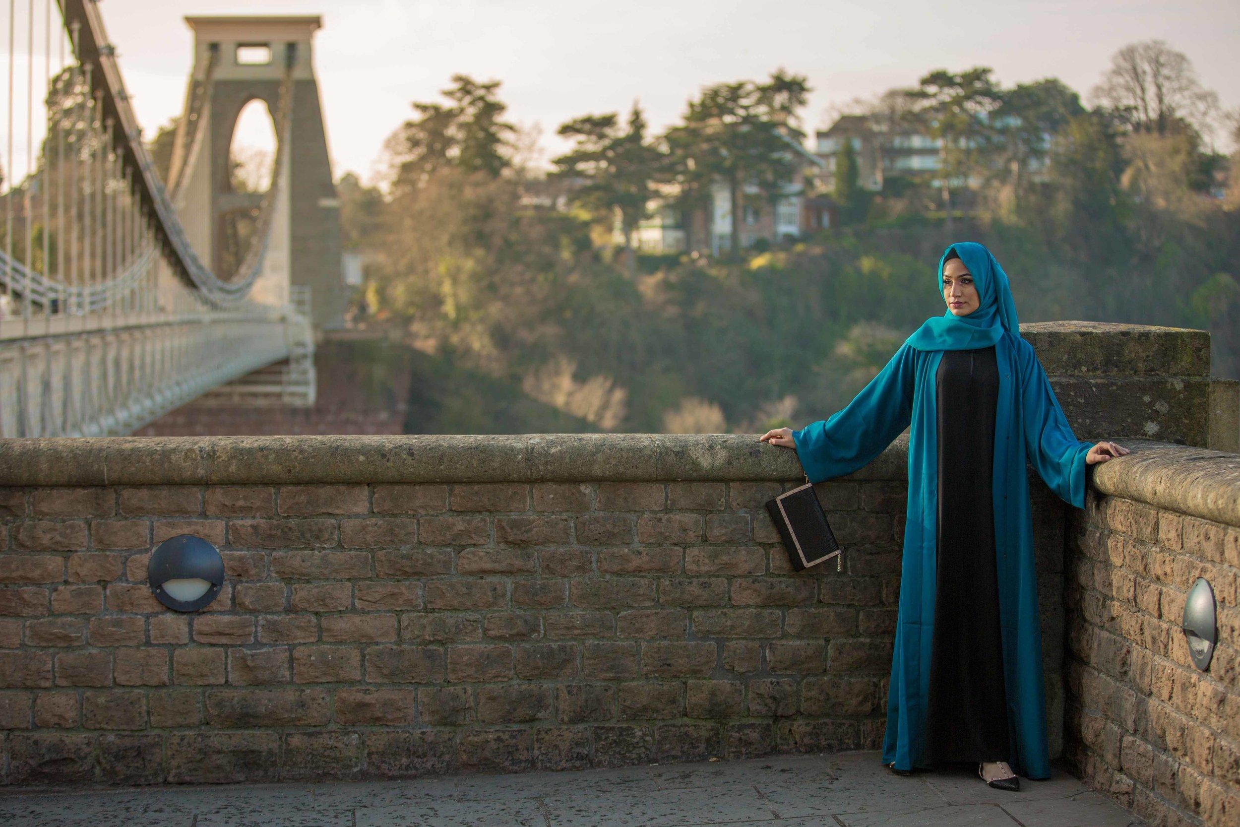 suspension-bridge-modest-street-aisha-rahman-fashion-photography-london-bristol-natalia-smith-photography-20.jpg