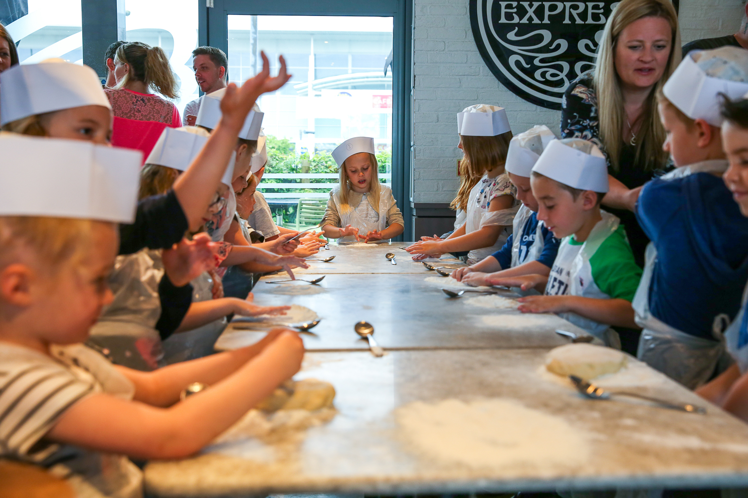 Pizza-Express-Kids-indoor-Birthday-Party-family-photographer-South-Wales-Natalia-Smith-Photography-0002.jpg