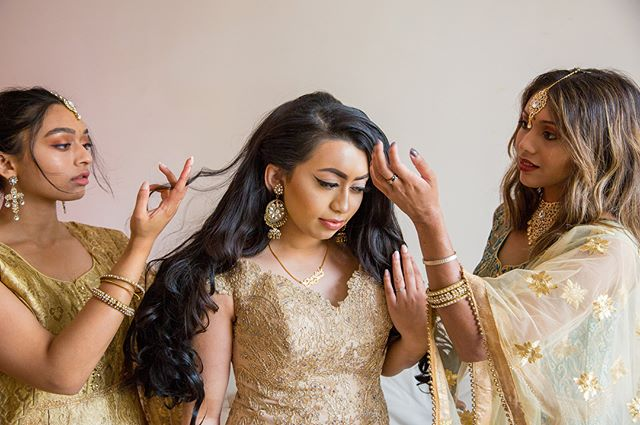 The three sisters. My favorite image from this civil wedding ceremony day. To make it compositionally perfect, I combined two images. Swipe to the left to notice the difference. ————————————————————————— #wedding #asianwedding #asianweddingmakeup #wedphotoinspiration #sisters #bridesmaids #weddinghair #asianbride #asianweddingideas #asianweddingphotographer #weddingphotography #weddingphotographer #femalephotographer #femaleweddingphotographer #indianbride #bengalibride #indianwedding #indianweddingbuzz #bengaliwedding #hinduwedding