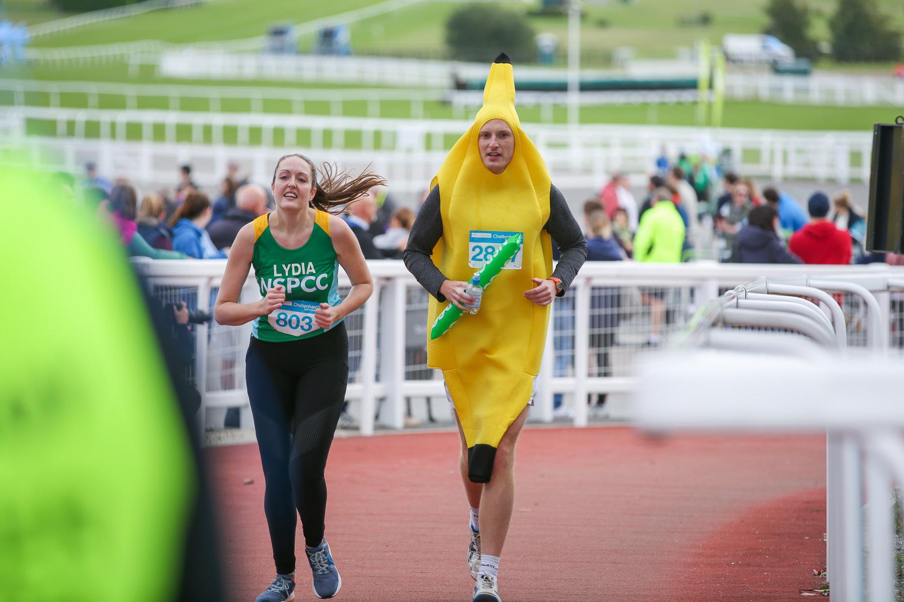 Macmillan-charity-marathon-run-cheltenham-racecourse-september-2018-natalia-smith-photography0329.jpg