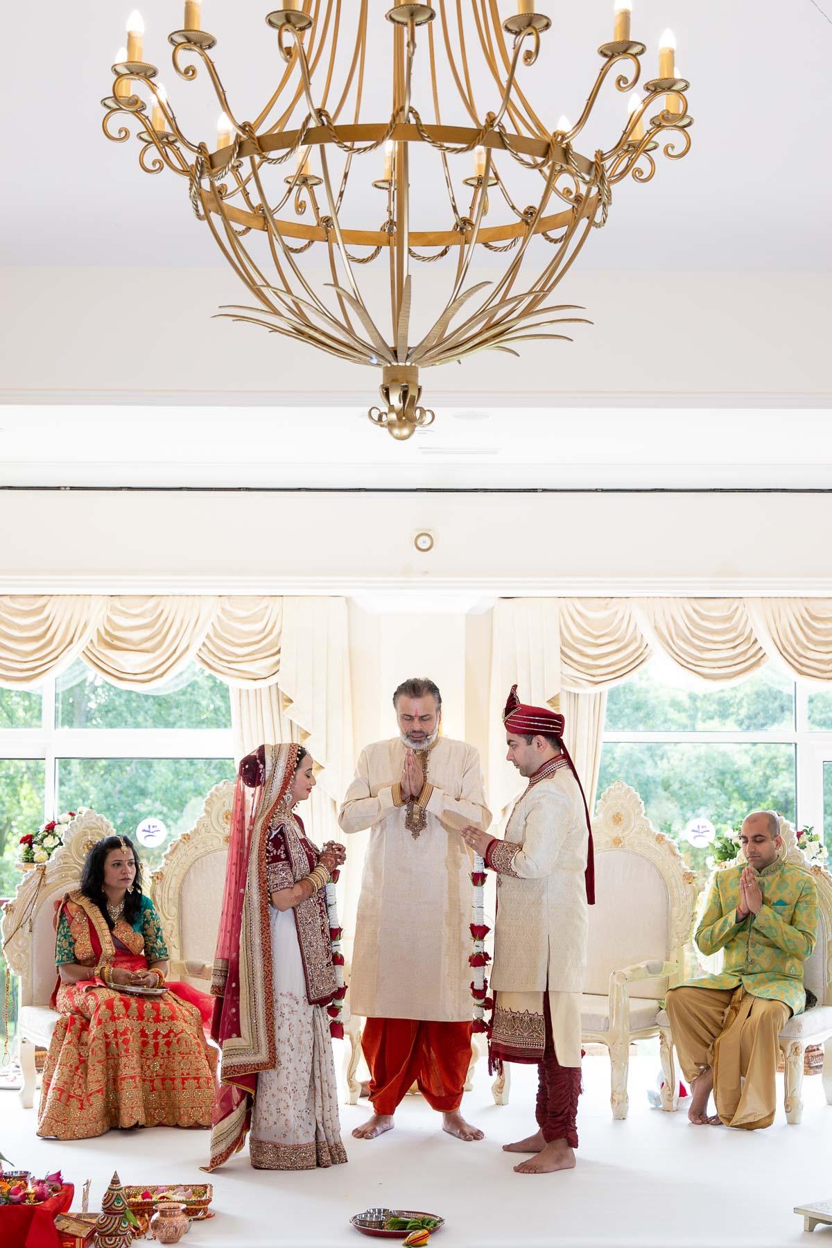 Hindu-wedding-photography-london-stoke-nayland-golf-spa-hotel-0015.jpg